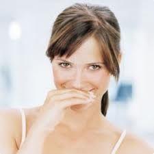 Jak usunąć nieprzyjemny zapach z ust?