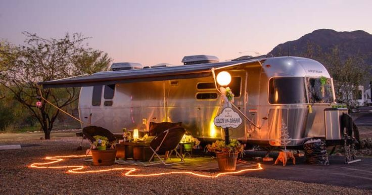 1000 images about airstream on pinterest outside for Airstream christmas decoration