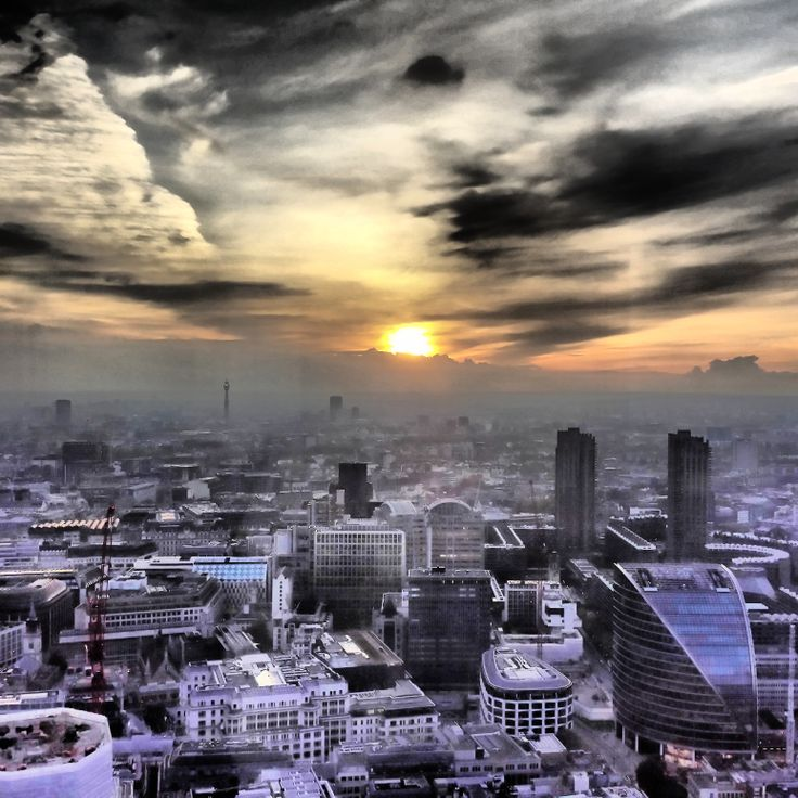 If you are looking for great views of London then head to Vertigo 42 at the top of #Tower42 #Vertigo42 #sunset
