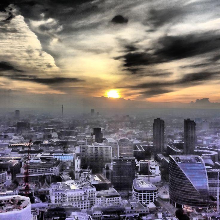 If you are looking for great views of London then head to Vertigo 42 at the top of #Tower42 #Vertigo42 #sunset