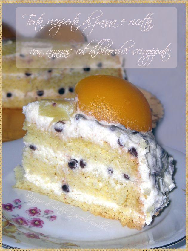 Torta ricoperta di panna e ricotta con ananas ed ed albicocche sciroppate (Cake…