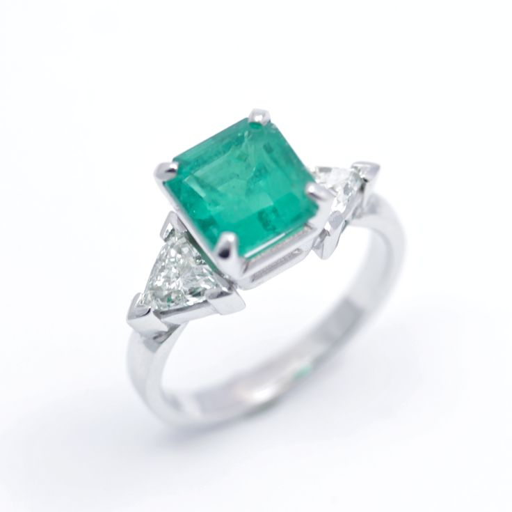 18ct white gold engagement ring with 2.2ct emerald, 0.44ct and 0.38ct trillion cut diamonds. Engagement rings Cork city.