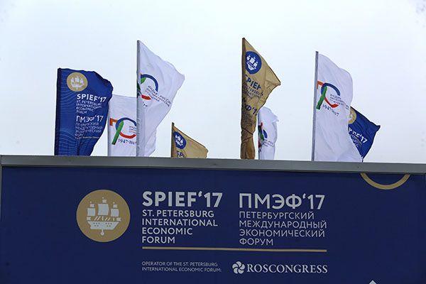 В субботу завершился 21-й Петербургский международный экономический форум (ПМЭФ) – самый крупный на данный момент как по количеству участников, так и по объему сделок. В этом году в форумеприняли участиеболее 14 тысяч человек (в прошлом году – окол...