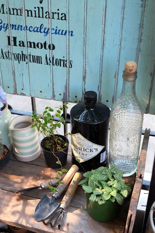 Vintage and shabby chic garden. I love this shadow on the table.