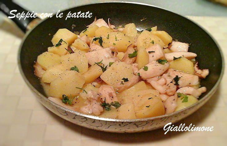 Le seppie con le patate sono un piatto unico facile da preparare dove i due ingredienti si sposano alla perfezione. Cena ideale nelle sere fredde invernali.