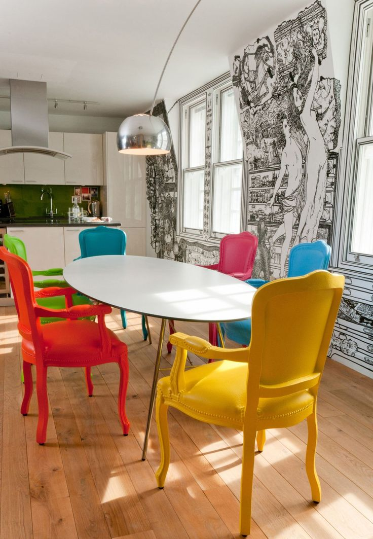 The refurb of a central London flat: pop-art design meets mural art. Boldly painted chairs in contrasting colours. Each member of this family has its own colour. | @lammhults floslighting #designbest