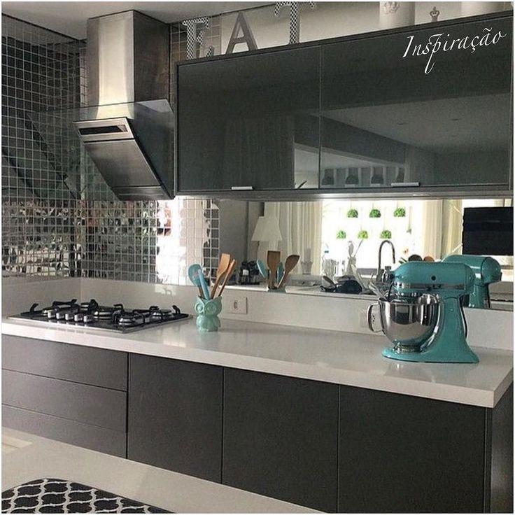 Espelhos até na cozinha! Eu amo! Quem mais?! Em outro ângulo. Roxocinzaamarelo! amo essa combinação #INSPIRAÇÃO #decor #decoracao #design #detalhes #details #homestyle #style #arquitetura #furniture #architecture #homedesign #instadesign #instahome #instaarch #instadecor #interiores #follow #followme #cool #homedecor #amazing #decorcriative #zontaarqinspira #kitchen #gourmetkitchen #cozinhagourmet #cozinha #espelho by zontaarquitetura