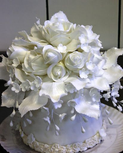 @Kathleen S S S S DeCosmo...OMG what a beautiful cake...* gasps*