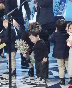 Sehun waiting for Seojun to stop stomping his little feet to hand him his gift award