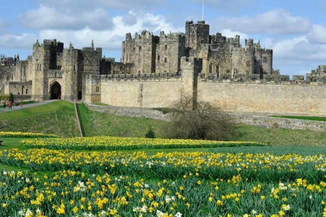 Alnwick Castle Is Where Scenes From The Harry Potter Was Filmed And Used For The Hogwarts Castle This Is An Excel Curated Travel Iconic Castles Alnwick Castle