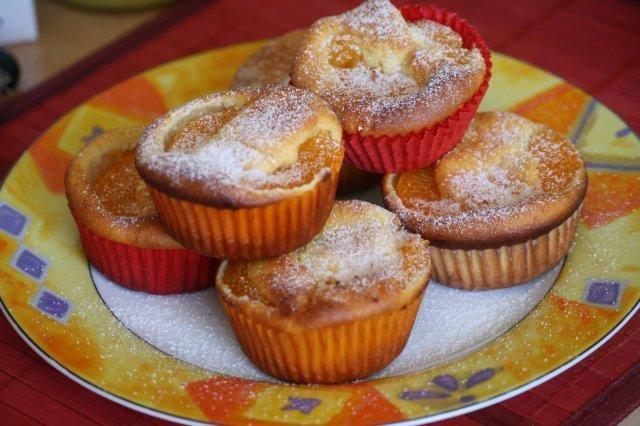 Das perfekte Mandarinen-Quark-Muffins-Rezept mit Bild und einfacher Schritt-für-Schritt-Anleitung: Mandarinen abtropfen lassen. Für den Teig Butter…