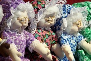 Soft Sculpture Instructions - Soft sculpture style granny dolls with their arms outstretched.