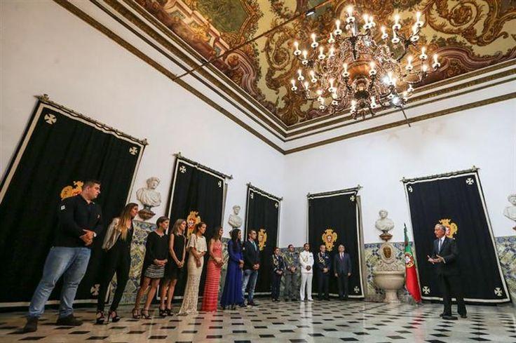 O Presidente da República, Marcelo Rebelo de Sousa, condecorou esta quarta-feira com a Ordem do Mérito oito desportistas, um de canoagem e sete de atletismo, recentemente medalhados em campeonatos europeus.