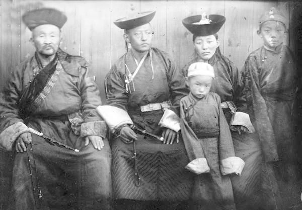 (L.toR.), Bogd Khan. Although limited in his power, he lived together with the revolutionary government from 1921-1924.After his death, the Mongolian Revolutionary government, led by followers of the Soviet Communists, declared that no more reincarnations were to be found and established the Mongolian People's Republic.