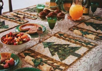 Forever Green Table Ensemble Pattern from Magazine Placemats Napkins Ties   eBay