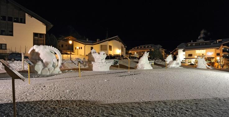 Sculture di neve a Selva Val Gardena: Animali delle Alpi  Schneeskulpturen in Wolkenstein: Alpentiere