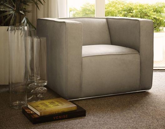 Butaca Block, ideal para un spot de lectura. Espectacular diseño con gran presencia, confeccionado en 100% cuero. #SalvatoreMinuano #Viasono