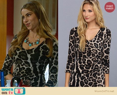 Gloria's leopard print top with gathered side on Modern Family.  Outfit Details: http://wornontv.net/32586/ #ModernFamily