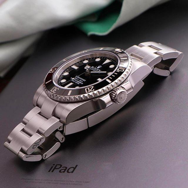 The 114060 submariner to start off the day.  .  .  .  .  .  #Rolex #submarinernodate #114060 #5513 #rolexaholics #wristporn #wristwatch #vintagerolex #watchoftheday #rolexdiver #divewatch #toolwatch #Mondani #instawatch #watchcollector #watchshot #swissmade #dailywatch #watchfam #luxurywatch #sundaywatchrewind #14060 #rolexwatch #watchmania #submariner #101031 #lovewatches #toolwatch #watchesofinstagram #116610