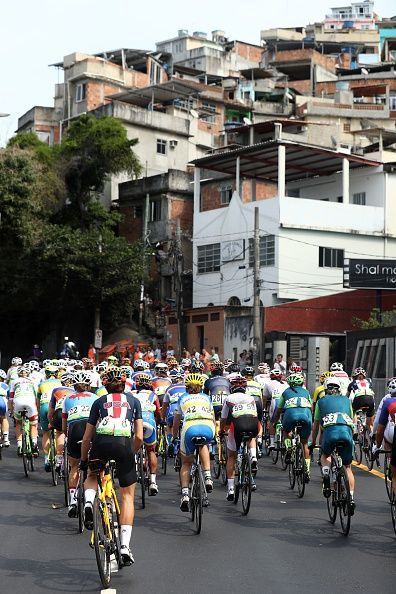 The peleton rides during the Women's road cycling race at the Rio 2016 Olympic Games in Rio de Janeiro on August 7 2016 / AFP / POOL / Bryn…