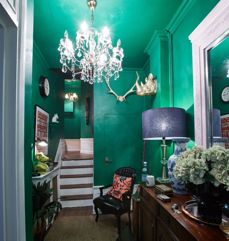 How to do maximalism (on a budget) with Oliver Thomas – Sophie Robinson