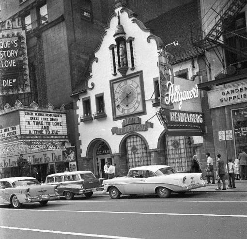 PHOTO – CHICAGO – RANDOLPH STREET – ORIENTAL THEATER – OLD HEIDELBERG – NOTE SIGN ABOUT TOYS IN WINDOW OF VAUGHN SEEDS – THERE USED TO BE A WONDERFUL DISPLAY OF LEAD SOLDIERS IN THIS WINDOW – 1958