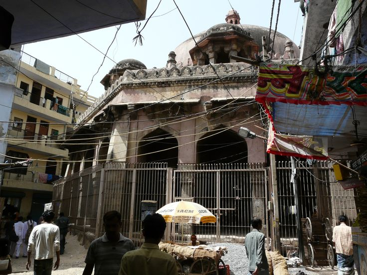 Kotla Mubarakpur: More than Just an Upscale Market Now classified as an urban village, Kotla Mubarakpur was once a small village with a rich lineage of rulers. The area has several tombs of rulers from the Lodi Dynasty and similar periods.