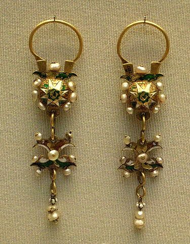 Enamelled gold and pearls earrings - Portuguese 18th century