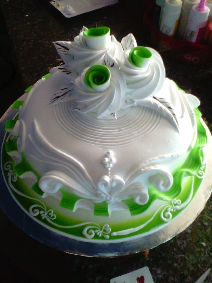 "Green and white ""rose"" cake - unusual and beautiful."