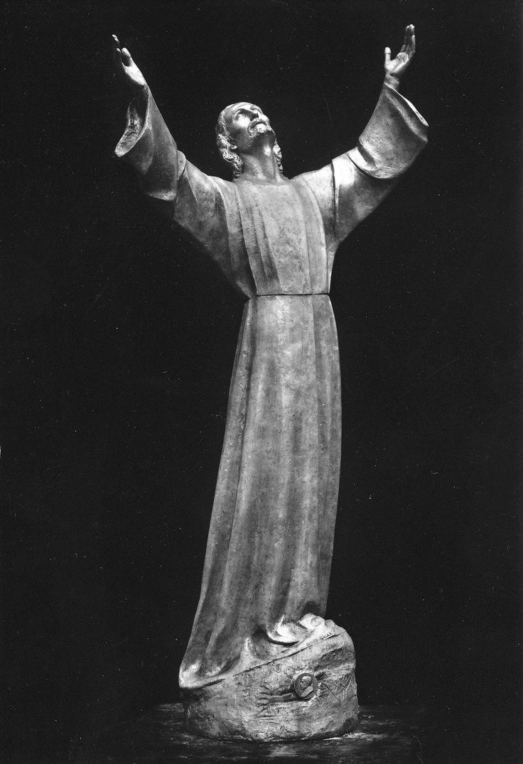 """Il """"Cristo degli Abissi"""", statua in bronzo opera dello scultore Guido Galletti, posta nel 1954 sul fondale della baia di San Fruttuoso di Camogli / The """"Christ of the Abyss"""", by Guido Galletti, was placed underwater off San Fruttuoso between Camogli and Portofino in 1954"""