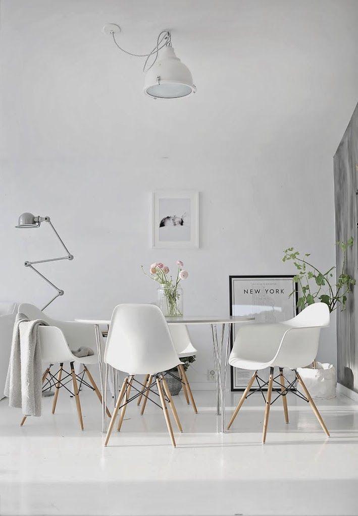 Witte vloeren. Voor meer vloeren inspiratie kijk ook eens op http://www.wonenonline.nl/vloer/