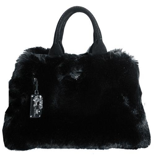 ¿Buscas el bolso perfecto para este invierno? Lo tenemos en Look and Stop: #PRADA negro de falsa piel #bolsoperfecto #segundamano #shopping