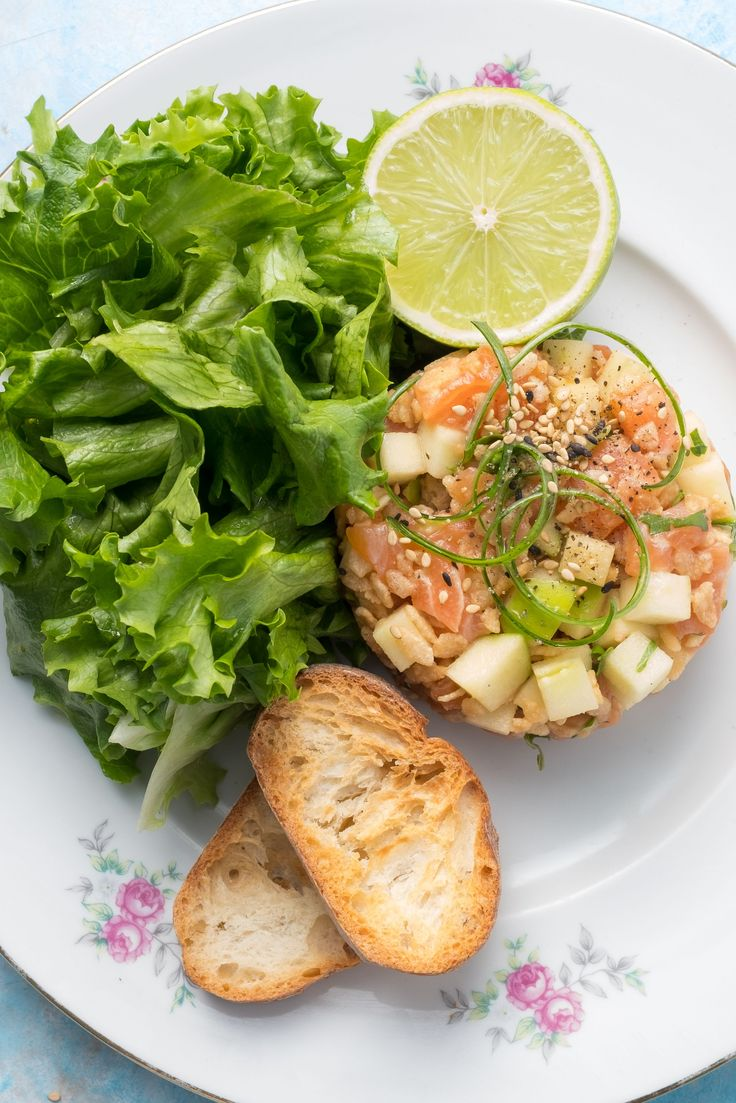 Don't get caught in this storm of oriental flavours, it will change your tastebuds forever! Served with puffed rice to give it an extra crunch, our Asian salmon tartare is the unique touch to pump up your day. Beware, the Salmon Storm is coming!