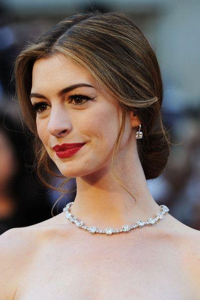 Extra Pics of Anne Hathaway Unfastened Bun