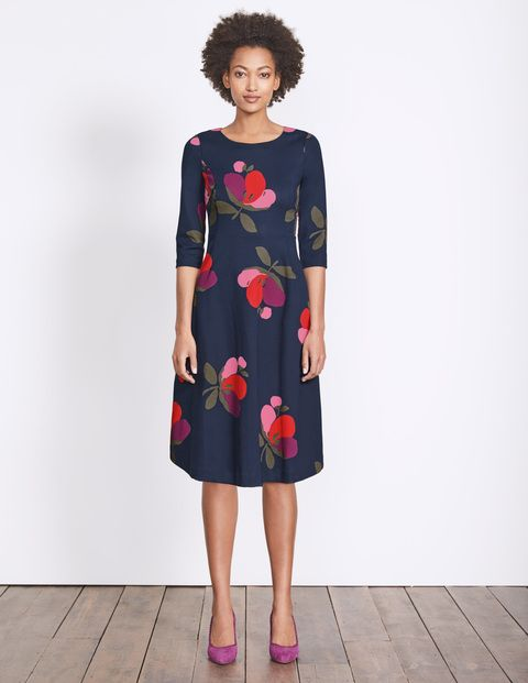 I Like The Style And Large Pattern On This Dress When You