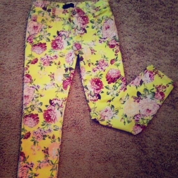 Bouquet Beauty Floral Print Skinnies These gorgeous pants are literally the perfect piece for your spring & summer wardrobe!! Size 28 (6) with great stretch & a gorgeous flattering fit! They are yellow pink green & white. They can be worn rolled for a capris or crop fit or they can be worn all the way down for an ankle grazer fit. Perfect condition. Message me for bundle pricing. Buffalo Pants Skinny