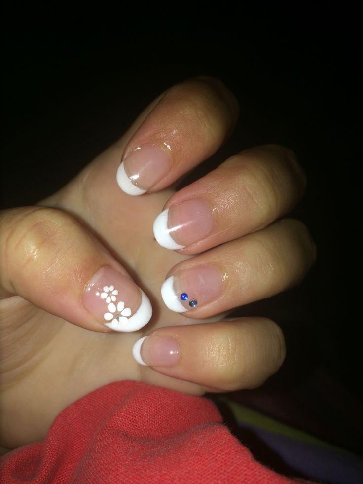 Ongle gel french  Nails french white  Rallongement au chablon  Beauté beautiful motif fleur