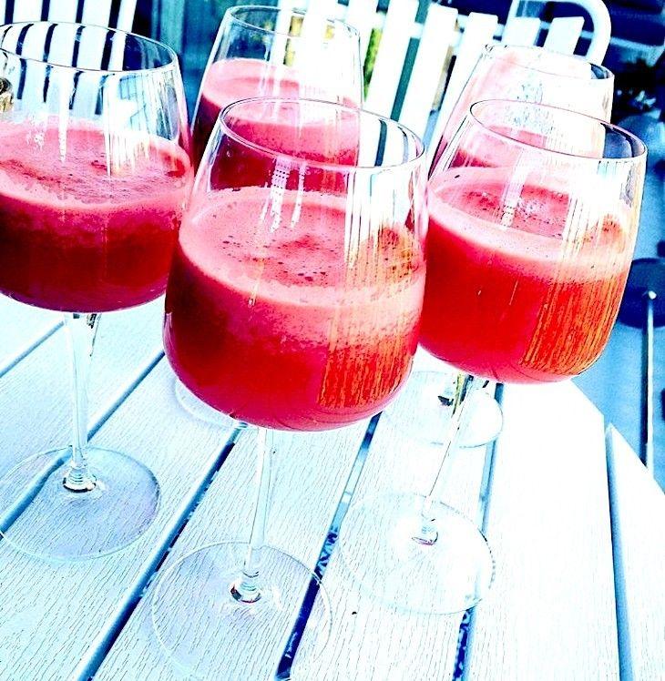 Om ni vill ha en alkoholfri drink kan jag rekommendera den här på apelsin, granatäpple, citron och mousserande!