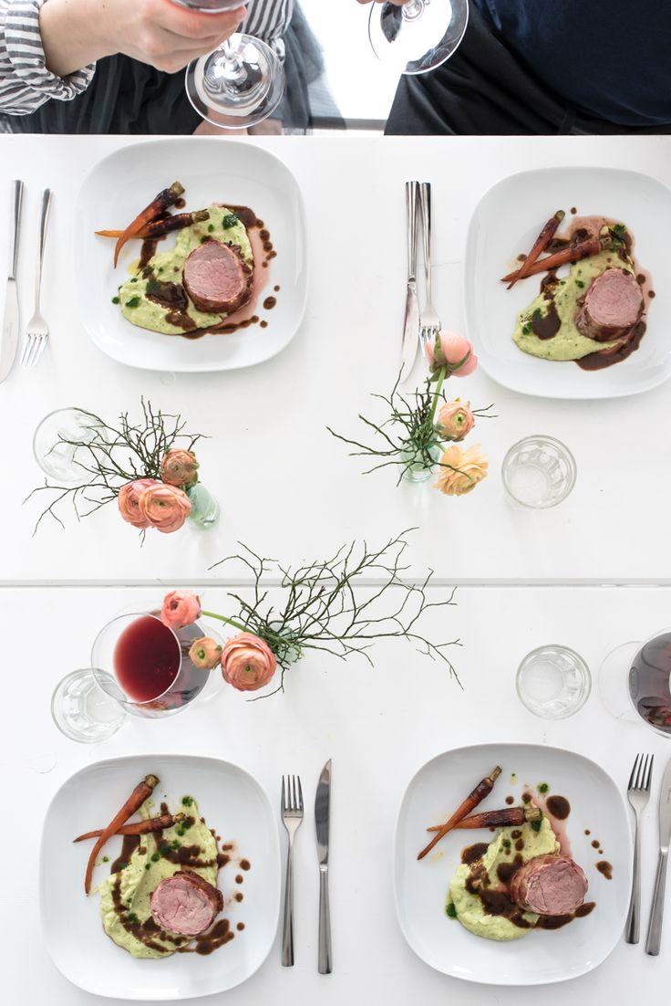 #teamdolcevita frühlingsmenü part II: kalbsfilet im speckmantel, rotweinjus, kartoffelselleriestampf mit petersilienöl, glasierte urmöhrchen