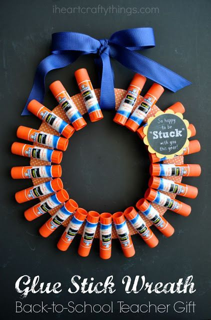 Back-to-School Teacher Gift: Elmer's Glue Stick Wreath | I Heart Crafty Things