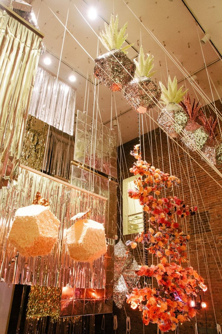 confetti system - for the hanging colourful flowers in the middle