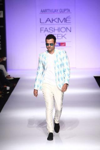 Aarti Vijay Gupta. LFW S/S 13'. Indian Couture.