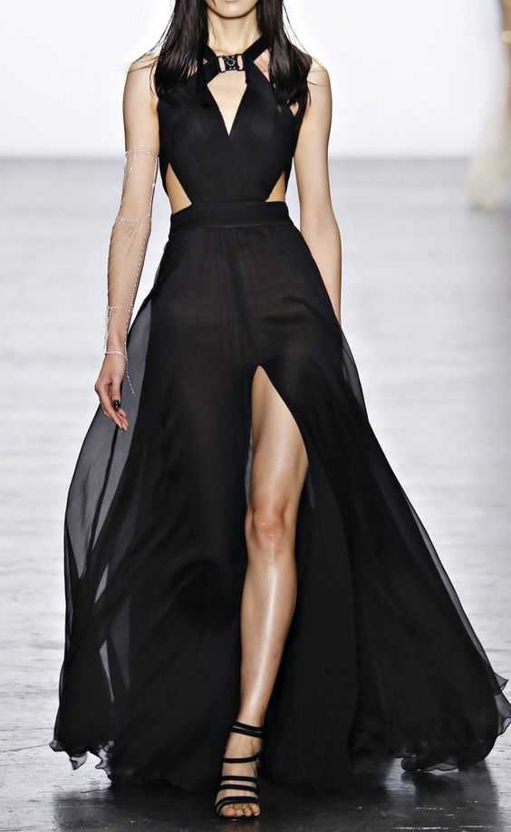 Runway fashion | Elegant black maxi dress