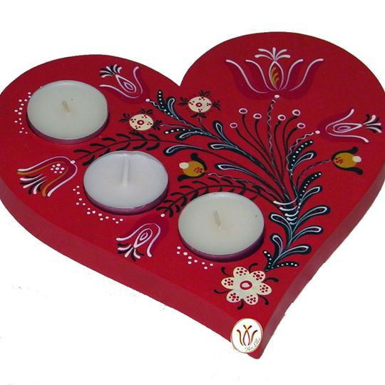 Hand painted wooden candle holder: ~ 20 cm x 20 cm x 1,8 cm