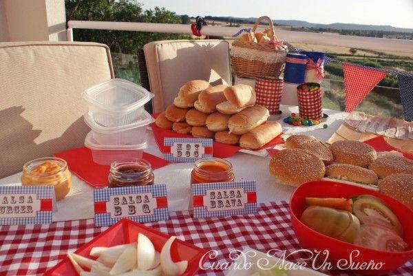 Fiesta de cumpleaños americana, decoración fiesta de cumpleaños americana, cuadros vicky, hot dog, perritos calientes, hamburguesas, bbq party, american party, fiesta americana, fiesta barbacoa, ideas fiesta cumpleaños