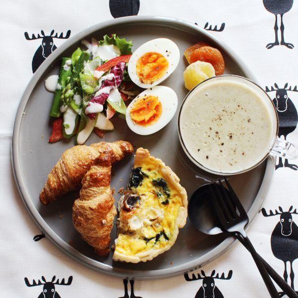 お仕事に行く方や、主婦の方など朝は誰もが忙しい時間帯です。#ワンプレート ご飯の良いところは、残りご飯で簡単にアレンジできるところや、洗い物も少なくすむので、慌ただしい朝におすすめです。また、おしゃれカフェ気分を味わえるところも嬉しいポイントです♪