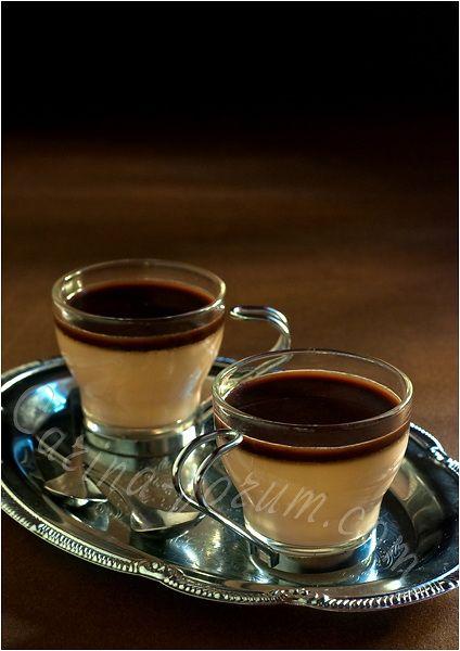 Coffee Panacotta: cream, coffee, brandy, brown sugar, dark chocolate, vanilla, gelatin and honey.