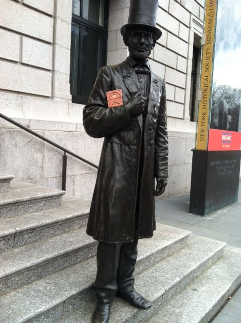 Indalo with Abraham Lincoln in front of the New York Historical Society in New York City