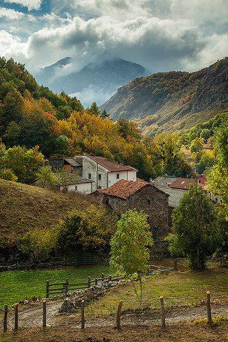 Autumn in Parque Nacional Picos de Europa near Soto de Sajambre, León, Spain.