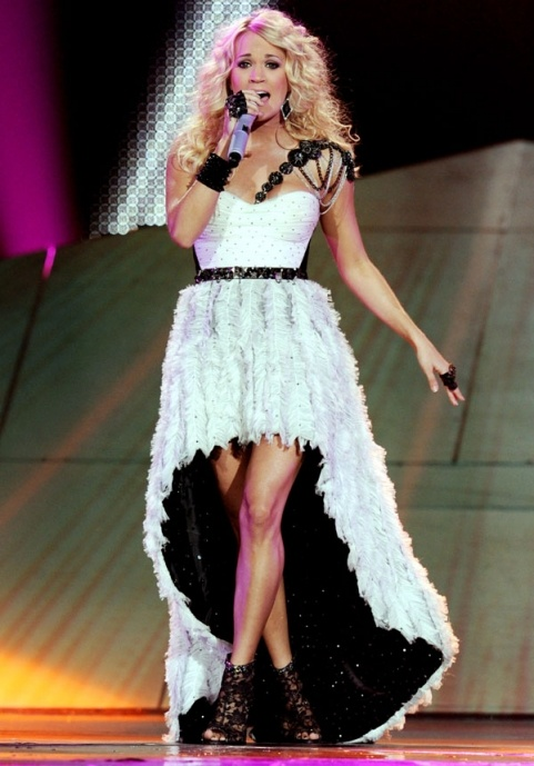 Carrie Underwood Wows The Crowd In Monochrome Stage Dress